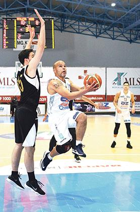 Gżira's Peter Shoults (right) goes for the basket despite the marking of Alvaro Lizaur. Photo: Wally Galea