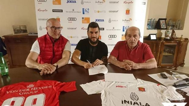 Mario Fontanella (centre) signs his contract with Valletta alongside club president Victor Sciriha (right) and vice-president Alex Fenech.
