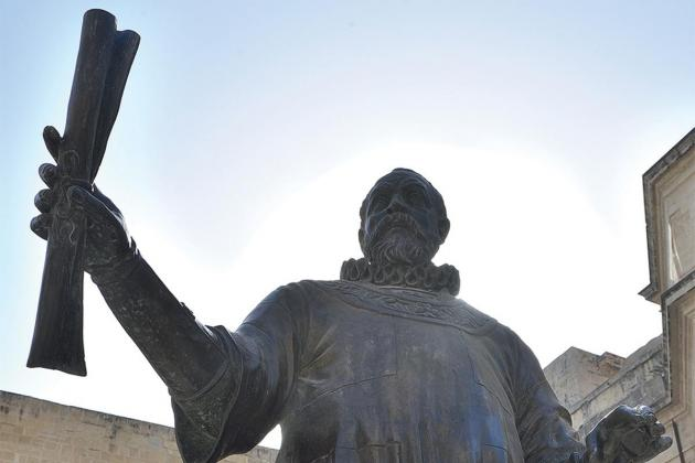 Monuments and power in an age of national identity