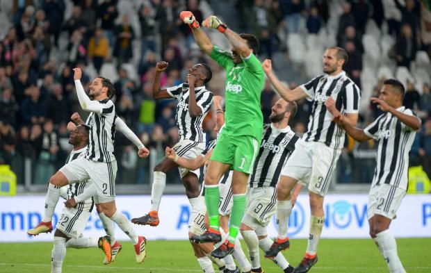 Juventus' Blaise Matuidi and team mates celebrate after the match.