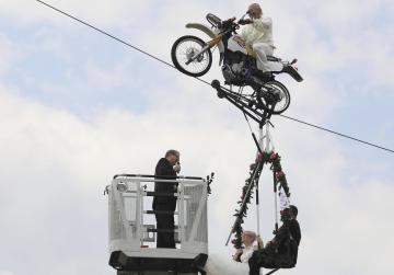 German couple get married on swing 14m above the ground