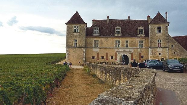 Squat, elegant and majestic... The Chateau de Vougeot.
