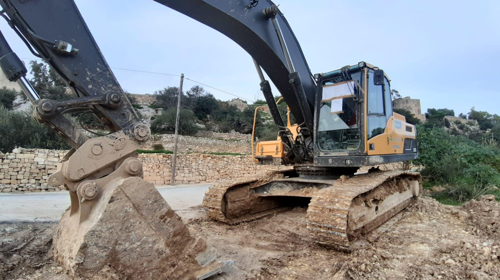 ERA's Stop and Comply Order affixed to the windscreen of an excavator on site