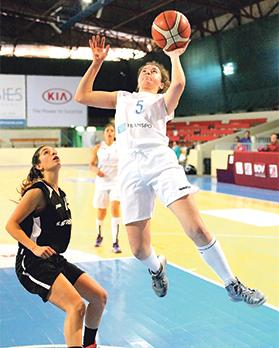 Kristy Galea, of Starlites, going for the basket as Julia Scerri, of Hibs, looks on. Photo: Wally Galea