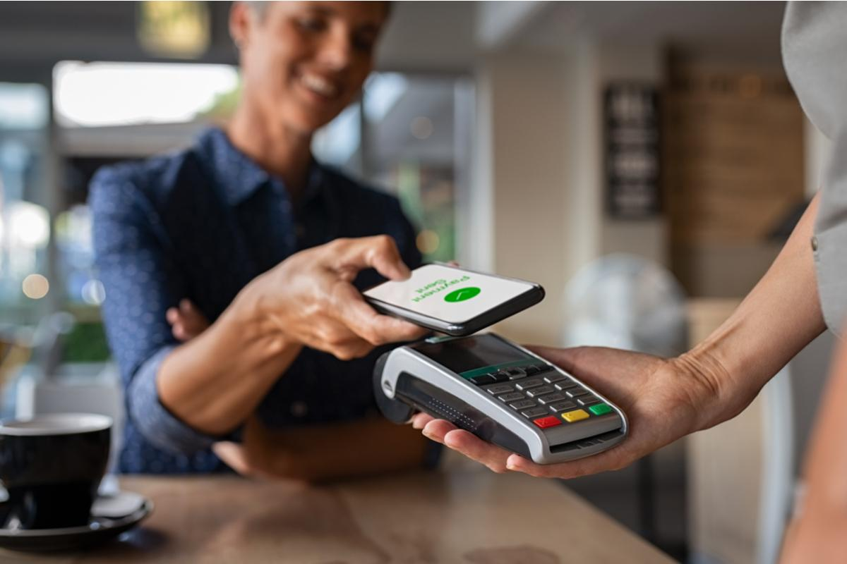Most people expect contactless payment in restaurants and other outlets, the EY survey suggests. Photo: Shutterstock