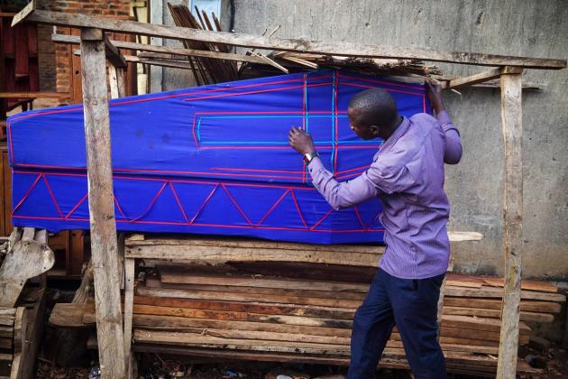 Ugandan teachers turn coffin-makers after schools shut