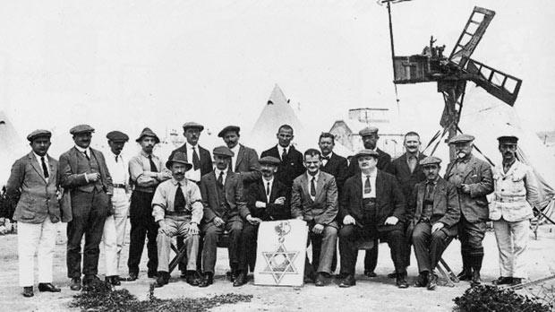 Unknown group of possibly Jewish prisoners standing by a windmill built at St Clement's POW camp. 1916. Photo: Hiesinger