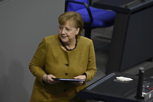 German business confidence rises, bucking shutdown impact
