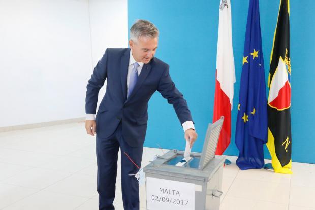 Simon Busuttil casting his vote.