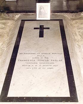 Parlar's tomb in the chapel of Our Lady of Sorrows of the Vittoriosa Dominican Friars at Santa Maria Addolorata Cemetery.