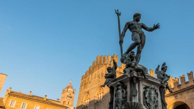 articles view news nude statue neptune proves saucy facebook