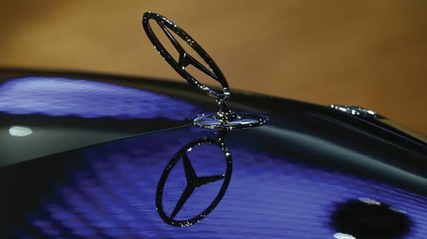 A car bonnet emblem of a Mercedes-Benz car is seen at the annual news conference of Daimler AG in Stuttgart. Photo: Ralph Orlowski/Reuters