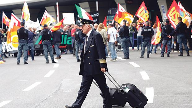 Alitalia workers wrap up voting on deal to save airline