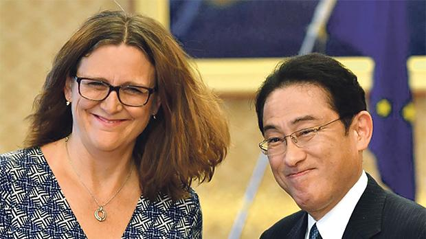 EU, Japan laud free trade deal as antidote to protectionism
