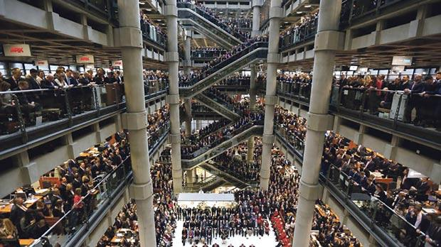 Lloyd's of London staff hold their annual Remembrance Day service at the Lloyd's building in the City of London, Britain November 11, 2015. Photo: Stefan Wermuth/Reuters
