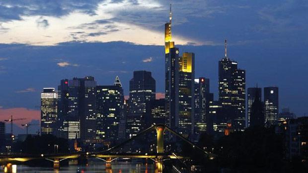 The skyline of the banking district in Frankfurt. Photo: Kai Pfaffenbach/Reuters