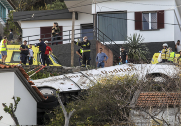 28 people killed in Portuguese tourist bus accident