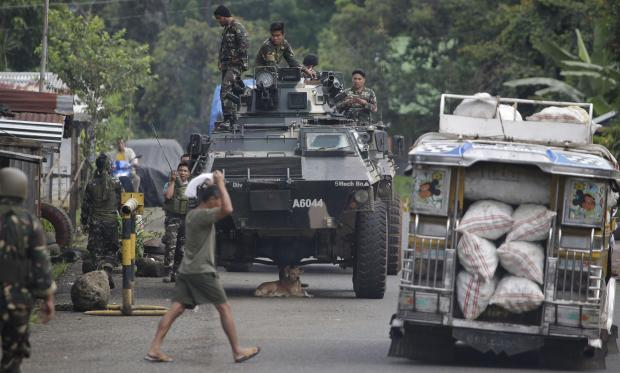 13 marines killed as militants laying siege to Philippine city
