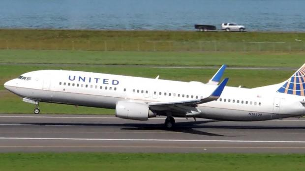 At least 10 people hurt when United flight hits turbulence