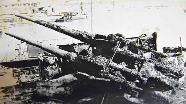 Recovery of a twin-barrelled gun belonging to an unidentified British WW II destroyer. It rested on the seabed off the Grand Harbour breakwater fairway.