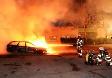 Youths set fire to cars in violence in Swedish city of Gothenburg
