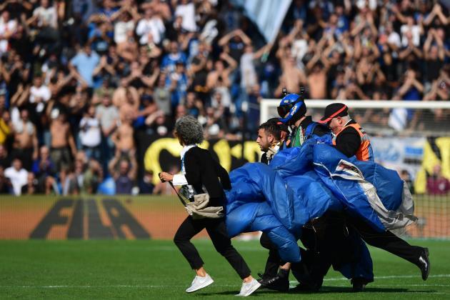 Watch: Parachutist gatecrashes Inter's win at Sassuolo