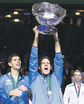 Juan Martin Del Potro lifts the Davis Cup trophy on Sunday.