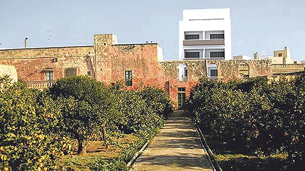 This photomontage shows the horrific impact of the building block on Villa Barbaro's garden.