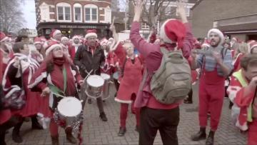Thousands of Santas get London in festive cheer