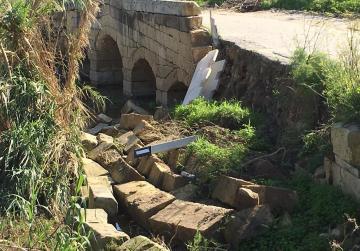 Stone bridge wall collapses in Burmarrad