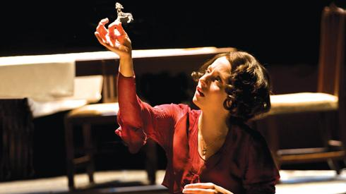 an analysis of illusions in the glass menagerie by tennessee williams The glass menagerie (tennessee williams) thug notes' the glass menagerie summary & analysis has you the glass menagerie (1944) by tennessee williams.
