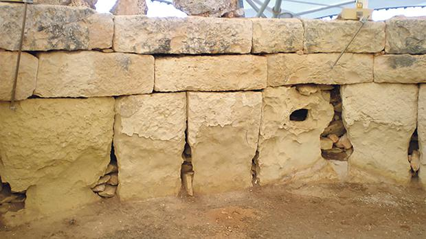 An internal wall at Ħaġar Qim. Photo: Peter Gatt