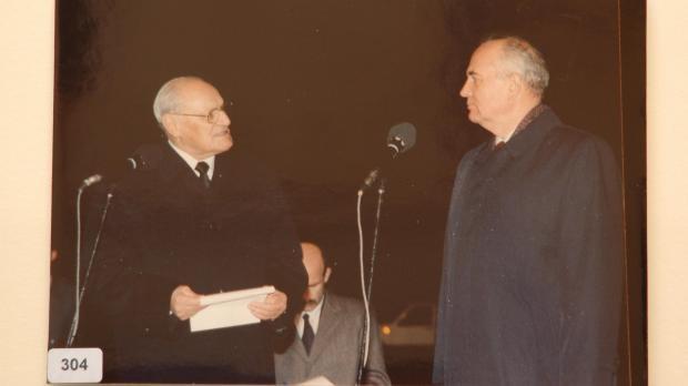 Censu Tabone greeting President Gorbachev (DOI)