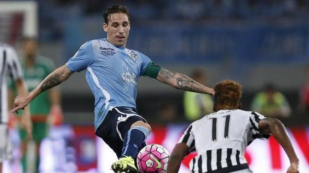 Lucas Biglia has joined Milan on a three-year deal.
