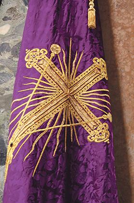 Processional banner (2008) of the Confraternity of the Holy Crucifix.