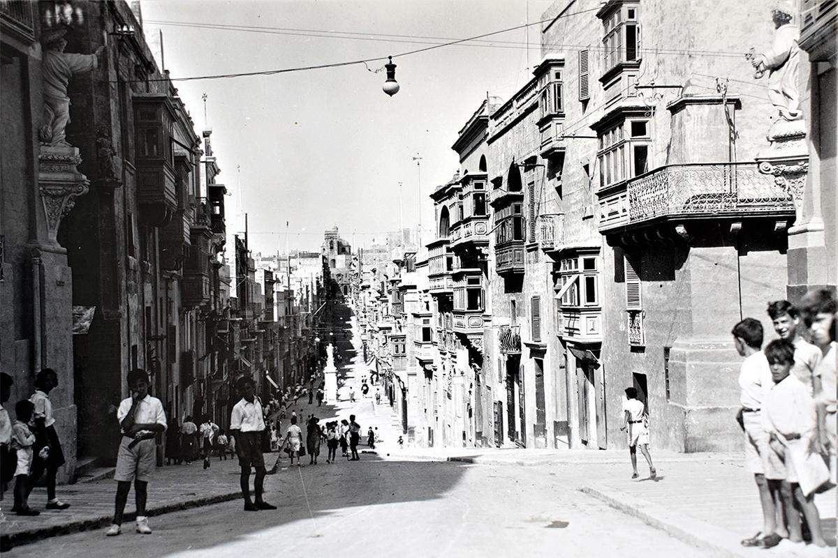 Strada Vittoria, Senglea, in the late 1930s.