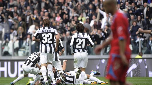 Juventus' Emanuele Giaccherini (hidden) celebrates with his teammates after scoring against Catania.