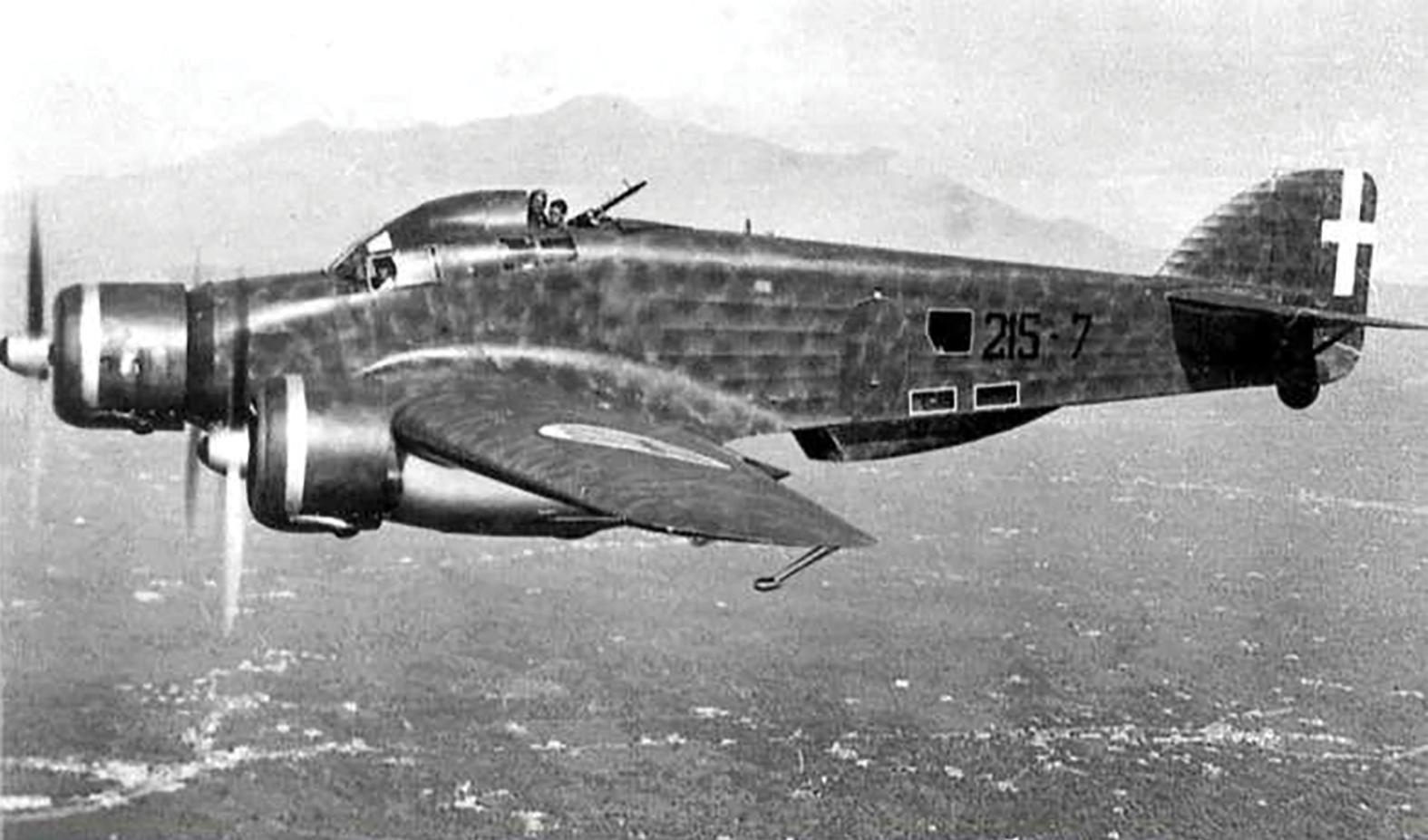 An Italian triple engine Savoia Marchetti SM79 similar to the one which flew over Malta on a reconnaissance flight. Source: www.facebook.com/Regia. Aeronautica.1923.46/photos