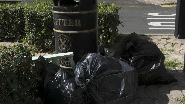 Many are not too happy about rubbish in their neighbourhoods. Photo: Patricia Ferreira