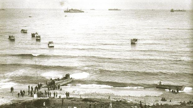 American and British servicemen land at Surcouf, some 20 miles east of Algiers.