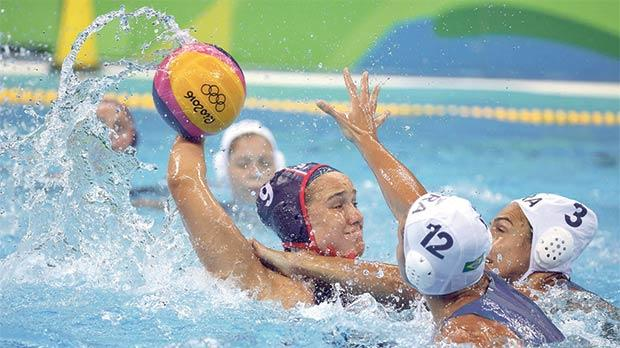 US player Makenzie Fisher tries a shot at goal despite the tight Brazil marking.