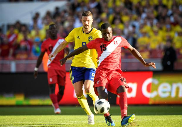 Sweden's Marcus Berg chases Peru's Christian Ramos.