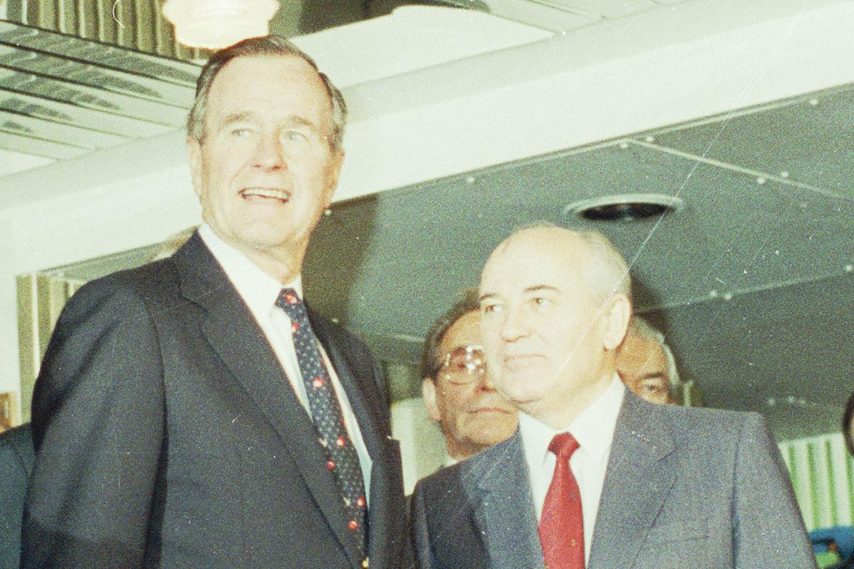 US President George H. W. Bush and Soviet General Secretary Mikhail Gorbachev in 1989.