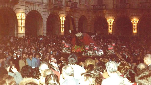 March 20, 1983: The statue of the Redeemer, surrounded by the faithful, at St John's Square, Valletta.