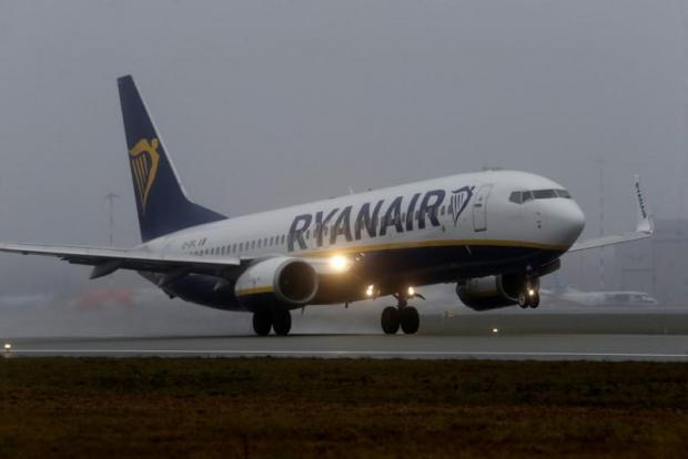 Ryanair 3Q profits dip, but full-year figures unchanged
