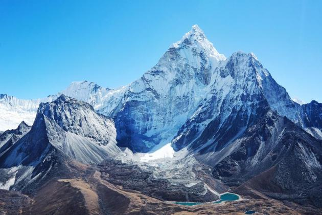 Watch: Alone on Everest – Tackling the world's highest peak (ARTE)