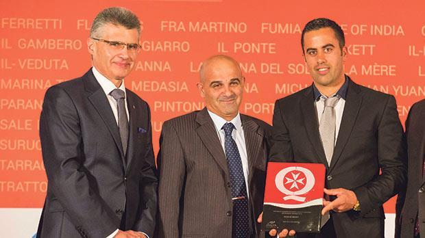 MTA CEO Paul Bugeja presenting the award to Djar il Bniet.