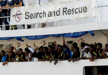 More than 170 migrants remain stranded off Lampedusa