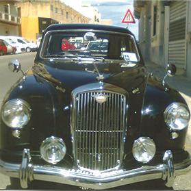 Automobilia Faithful Old Singer Vogue Car Badge Pretty And Colorful Car Badges