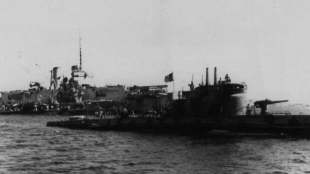The Italian submarine Menotti (foreground) entering St Paul's Bay on September 14, 1943. The ship had been berthed at Lazzaretto Creek since September 12. In the background is the repair tender Miraglia. Moored along its starboard side is the torpedo boat Libra and the submarines Atropo, Bandiera and Jalea.